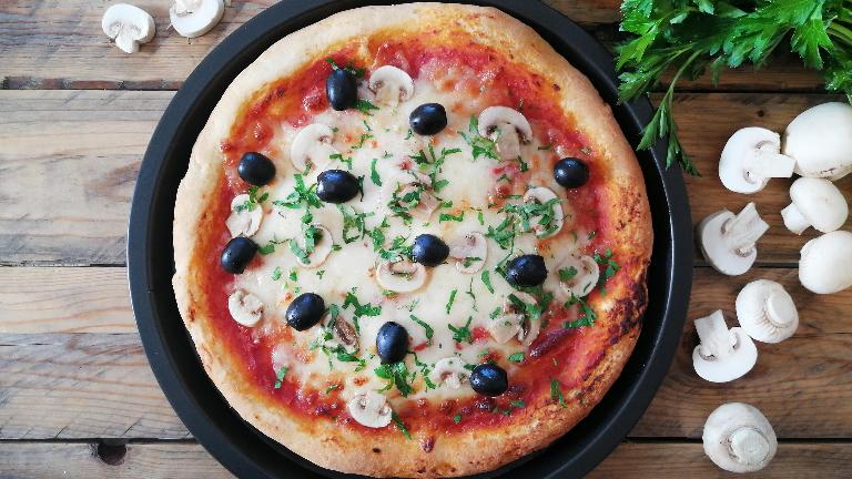 وصفة بيتزا مع الفطر خالية من الجلوتين